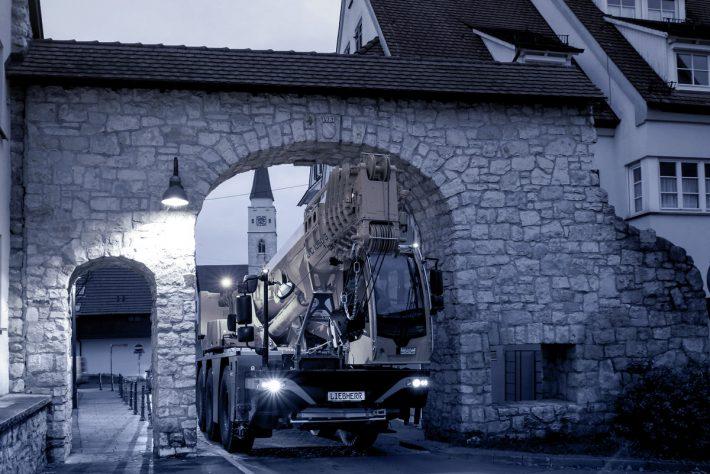 liebherr-ltc-1050-3-1-driving-position-city-landscape